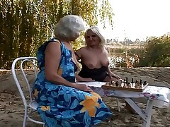 2 Grannies Outdoor Fun